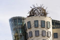 Das Tanzen-Haus, mit einem Spitznamen belegt Fred und Ingwer, abgeschlossen im Jahre 1996 für Nationale-Nederlanden von Vlado Mil Stockfotografie
