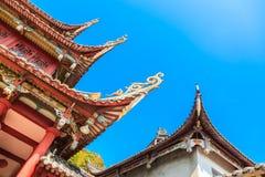 Das Teil von im altem Stil chinesischen Dachgesimsen in einem Tempel Lizenzfreies Stockbild