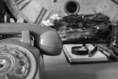Das Telefon mit einem Schwarzweiss-Bild Stockfotografie