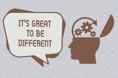 Das Textzeichen, das ihm s zeigt, ist groß, unterschiedlich zu sein Begriffsfoto Umarmung Ihre Individualität und Einzigartigkeit lizenzfreie abbildung