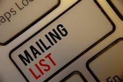 Das Textzeichen, das Verteilerliste Begriffsfotos Namen und Adressen von Leuten werden Sie zeigt, etwas senden Stockbild