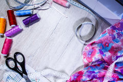 Das Thema der Näharbeit, nähend, Dressmaking, Nähmaschine stockfotos
