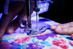 Das Thema der Näharbeit, nähend, Dressmaking, Nähmaschine stockbilder