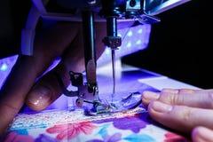 Das Thema der Näharbeit, nähend, Dressmaking, Nähmaschine lizenzfreie stockfotos