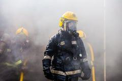 Das Training des Feuerwehrmanns stockbilder