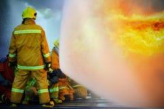 Das Training des Feuerwehrmanns Stockfotos
