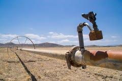 Das trockene Kalifornien-Ackerland Stockbild