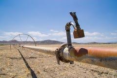 Das trockene Kalifornien-Ackerland Lizenzfreies Stockfoto