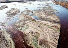 Das trockene Riverbed- und Verunreinigungswasser Lizenzfreies Stockfoto