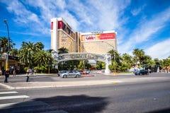 Das Trugbild-Hotel und das Kasino mit hellem Verkehr Stockfoto