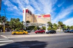 Das Trugbild-Hotel und das Kasino mit starkem Verkehr Lizenzfreie Stockfotos