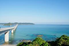 Das Tsunoshima Ohashi ist eine lange und schöne Brücke in Shimonoseki-Stadt, Präfektur Yamaguchi, Japan Stockbild