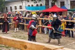 Das Turnieren kämpft Festival mittelalterlichen Kultur Vorpostens 2016 in Kamenetz-Podolsk Lizenzfreies Stockbild