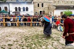Das Turnieren kämpft Festival mittelalterlichen Kultur Vorpostens 2016 in Kamenetz-Podolsk Stockfotografie