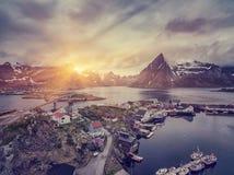 Das typische norwegische Fischerdorf auf dem Lofoten in Nord Stockfotos