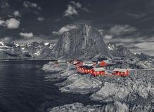 Das typische norwegische Fischerdorf von Reine With The typisch Stockfotografie