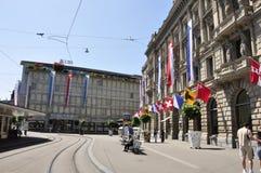 Das UBS-andCredit Suisse hat bei Paradeplatz in ZÃÂ-¼ Reichen 'Hauptsitz stockfoto