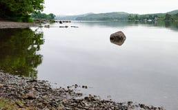 Das Ufer von Coniston-Wasser stockbilder