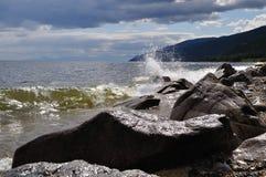 Das Ufer von See Baikal und von Wolke Lizenzfreies Stockbild