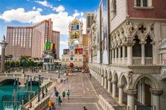 Das venetianische und Schatz-Insel-Hotel und Kasino Stockfotos