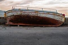 Das verlassene Fischerboot stockfotos