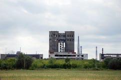 Das verlassene Gebäude der Anlage JSC Fosfor auf Obvodnoye-Landstraße in der Stadt von Togliatti Samararegion Stockbilder