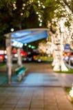 Das Verwischen beleuchtet bokeh im Busbahnhofhintergrund, abstraktes Ci lizenzfreie stockfotos