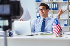 Das videoblogger, das Green Card-Visumsantragprozeß erklärt Stockfotografie