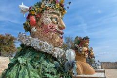 Das vier Jahreszeiten ` ist eine Skulpturreihe von vier riesigen Köpfen, jede, die eine Jahreszeit des Jahres darstellt Künstler  Stockfoto