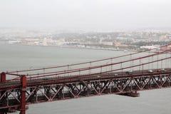 Das 25. von April-Brücke, Lissabon Stockfotos