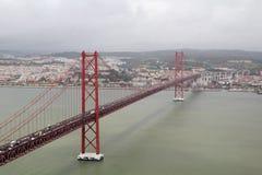 Das 25. von April-Brücke, Lissabon Stockbilder