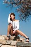 Das vorbildliche Stützen auf Felsen, führt ihre langen Beine vor Lizenzfreies Stockfoto