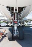 Das vordere Fahrwerk der Flugzeuge - Airbus A380 Stockbilder