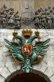 Das Wappen des doppelköpfigen Adlers auf dem Peter-` s Tor Peter Paul Fortress St Petersburg Russland Stockfotos