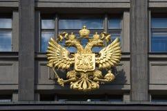 Das Wappen von Russland auf dem Gebäude der Staatsduma, Moskau Lizenzfreie Stockfotografie
