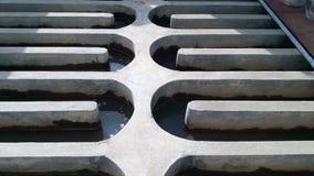Das Wasser, das Kanäle durchfließt, um die Wasserversorgung zu behandeln stock footage