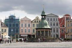 Das Wasserwerk am Marktplatz von Wismar stockfoto
