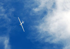 Das weiße einfache Flugzeug. Lizenzfreie Stockfotos