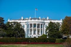 Das Weiße Haus und der Rasen an den Nationen ernstlich stockfoto