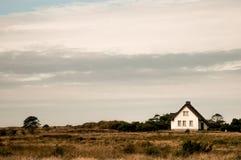 Das weiße Hause in den Dünen stockfoto
