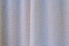 Das weiße Tuch, das für das Trocknen oder das Abwischen von Sachen gemasert wird, trocknen Lizenzfreie Stockfotografie