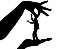 Das weibliche Halten des Schattenbildes männlich durch Finger hinter dem Genick als Marionette auf Weiß lokalisierte Hintergrund Lizenzfreie Stockfotos