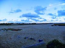 Das Weitwinkel des Strandsandes stockfoto