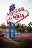 Das Willkommen zum fabelhaften Las- Vegaszeichen auf Las Vega Lizenzfreie Stockfotografie