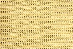 Das wirkliche, gelbe Maschenwarefragment, das von den Wollhaaren gemacht wurde, maserte Hintergrund, mit empfindlichem Muster stockbilder