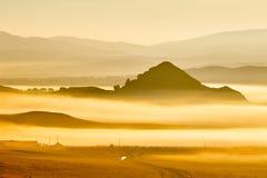 Das Wolkenmeer und die Hügel auf der Wiese Lizenzfreie Stockfotos
