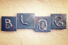 Das Wort BLOG gemacht von den Metallbuchstaben Stockfoto