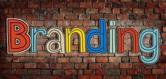 Das Wort-Branding auf einem Backsteinmauer-Hintergrund Lizenzfreies Stockfoto