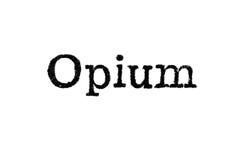 Das Wort ` Opium ` von einer Schreibmaschine auf Weiß Lizenzfreies Stockbild