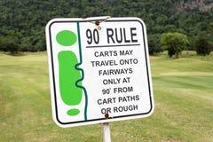 Das Zeichen der Golfregel, 90-Grad-Regel im Golfplatz Thailand Lizenzfreie Stockfotografie